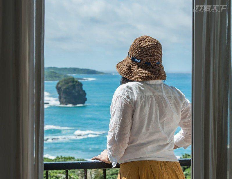 在陽台就可以看到最美墾丁海景與奇岩,不用人擠人最開心。