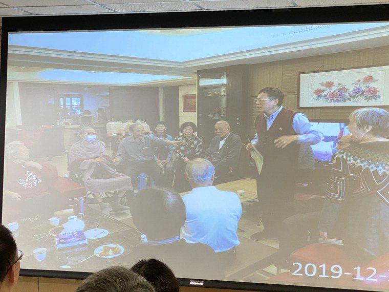 成大安寧緣恩病房今天舉辦22周年活動,退休校長汪榮哲的家屬分享父親生前點滴,圖為...