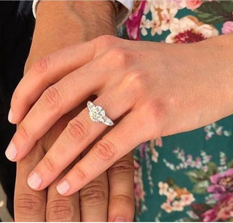 由英國知名設計師Shaun Leane訂製的婚戒。圖/取自IG @shaunle...