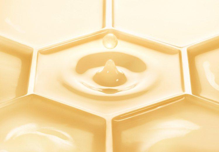 嬌蘭皇家蜂王乳蜜露。圖/嬌蘭提供