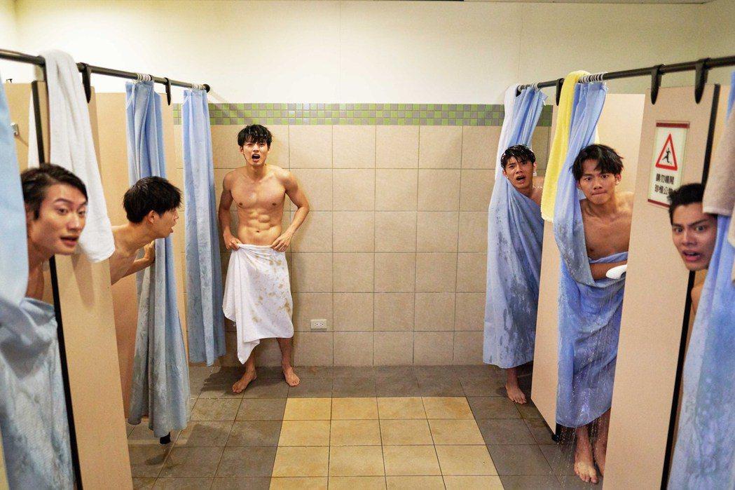 「違反校規的跳投」有養眼洗澡戲。圖/七十六号原子提供