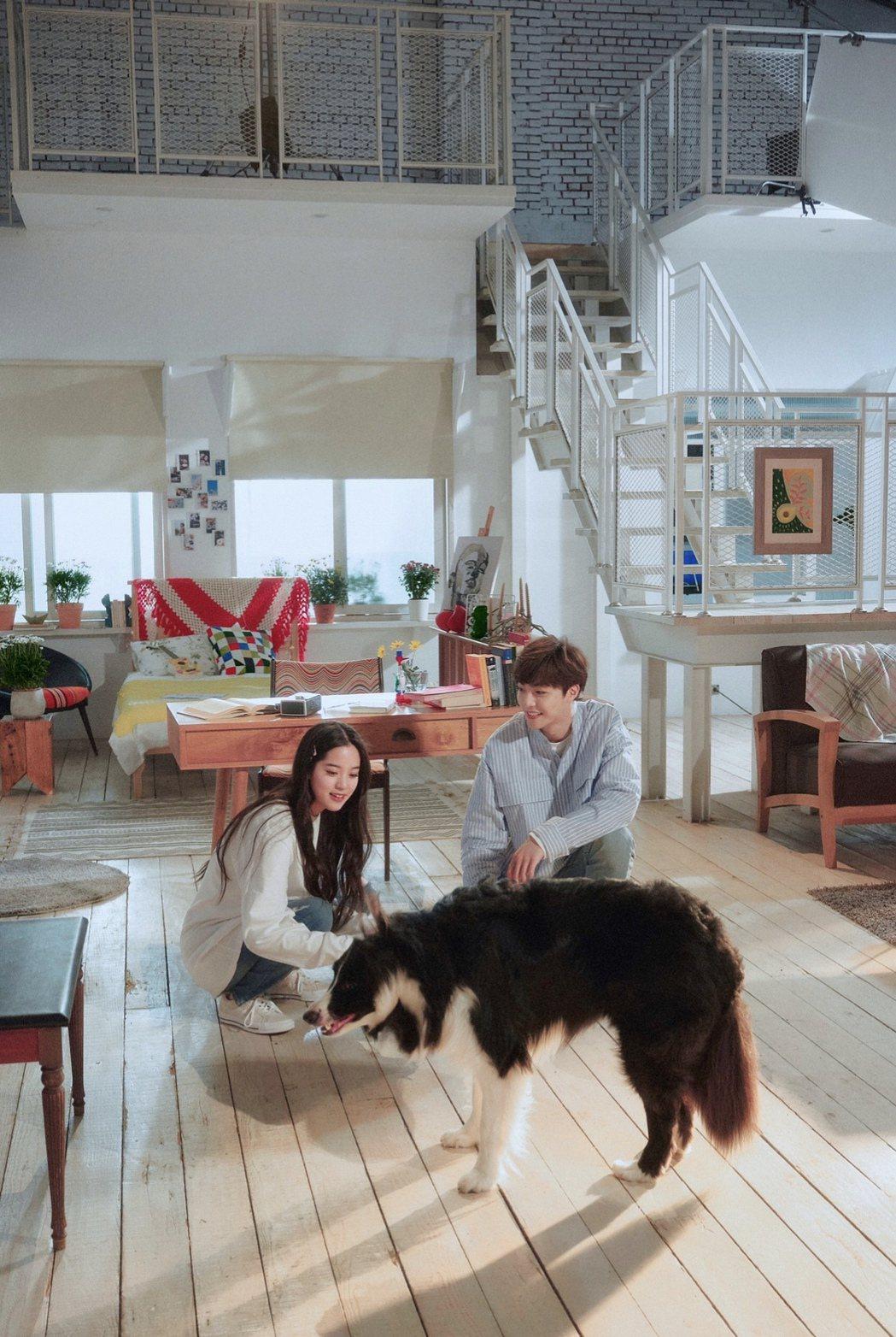 歐陽娜娜首張創作EP「NANA I」3首英文歌MV邀陳立農擔任男主角,一起放甜。...