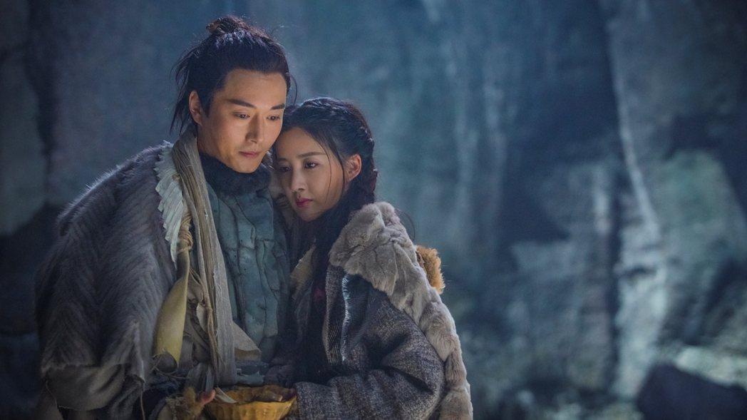 果郡王李東學(左)演出新版「倚天屠龍記」。圖/中視提供