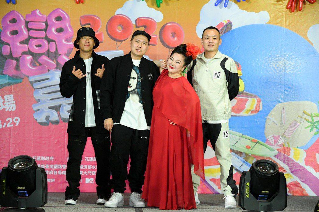 玖壹壹和白冰冰(右二)出席夏戀嘉年華演唱會記者會。圖/三立提供