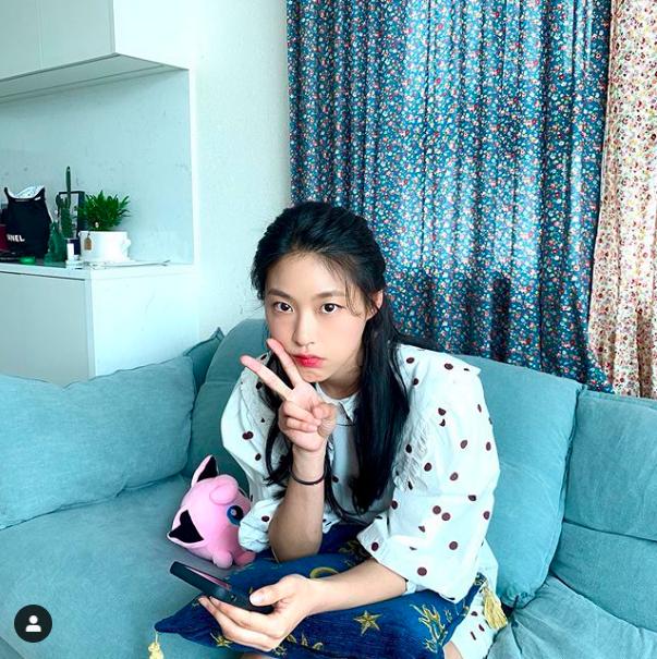 雪炫遭網友點名是被爆料在泰國酒店抽菸觸動警鈴的女星A某。圖/摘自IG