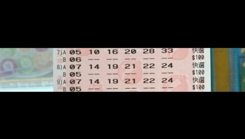 原PO買的2組威力彩電腦選號,號碼完全相同。圖擷自PTT