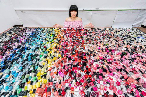 二手妝品想提醒大家從源頭減量,想利用廢棄玻璃設計飾品的計畫,則是想跨入循環經濟的...