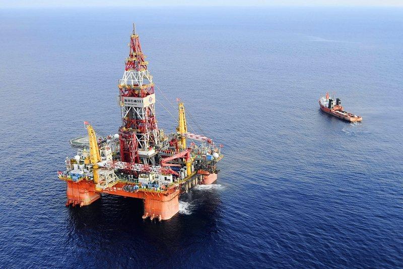 在越南爭議海域建設鑽油平台的中國海洋石油公司,可能將被美方制裁。 圖/新華社