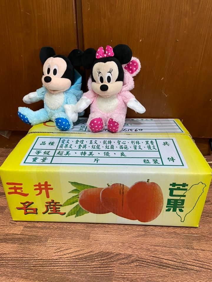 女網友請房東幫忙申辦網路,房東除了協助以外,還贈送水果禮盒,讓她超感動。 圖/翻...