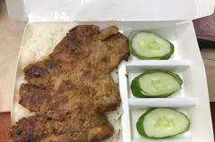 踩到地雷?越式烤肉飯「配菜全給小黃瓜」 內行人曝這是正統
