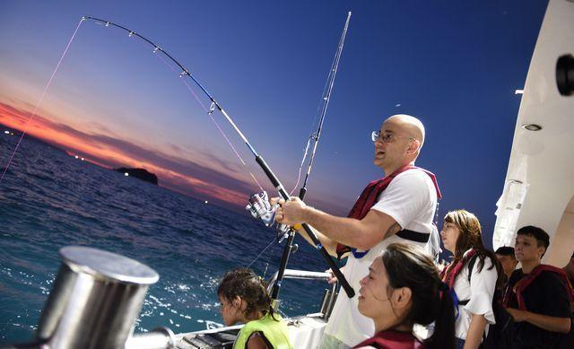 金鐘獎最佳行腳節目主持人吳鳳,一同參與夜釣體驗首發團。 中衛/提供