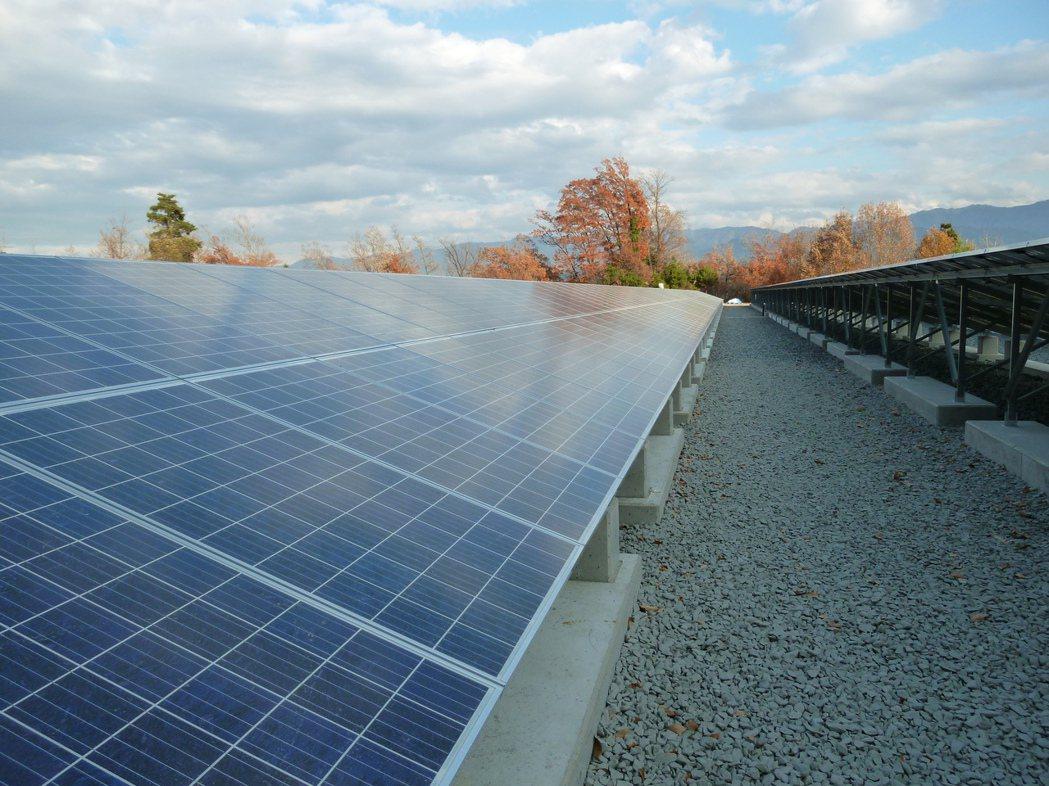 日本太陽能光電指定ROVAL冷鍍鋅防鏽塗料為最佳防鏽塗料。
