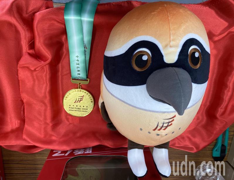 屏東縣政府設計2020全中運吉祥物「驕仔」娃娃,屏東縣長潘孟安說,驕仔娃娃是非賣品,為讓比賽前三名選手可以做為永久保存的紀念。記者劉星君/攝影