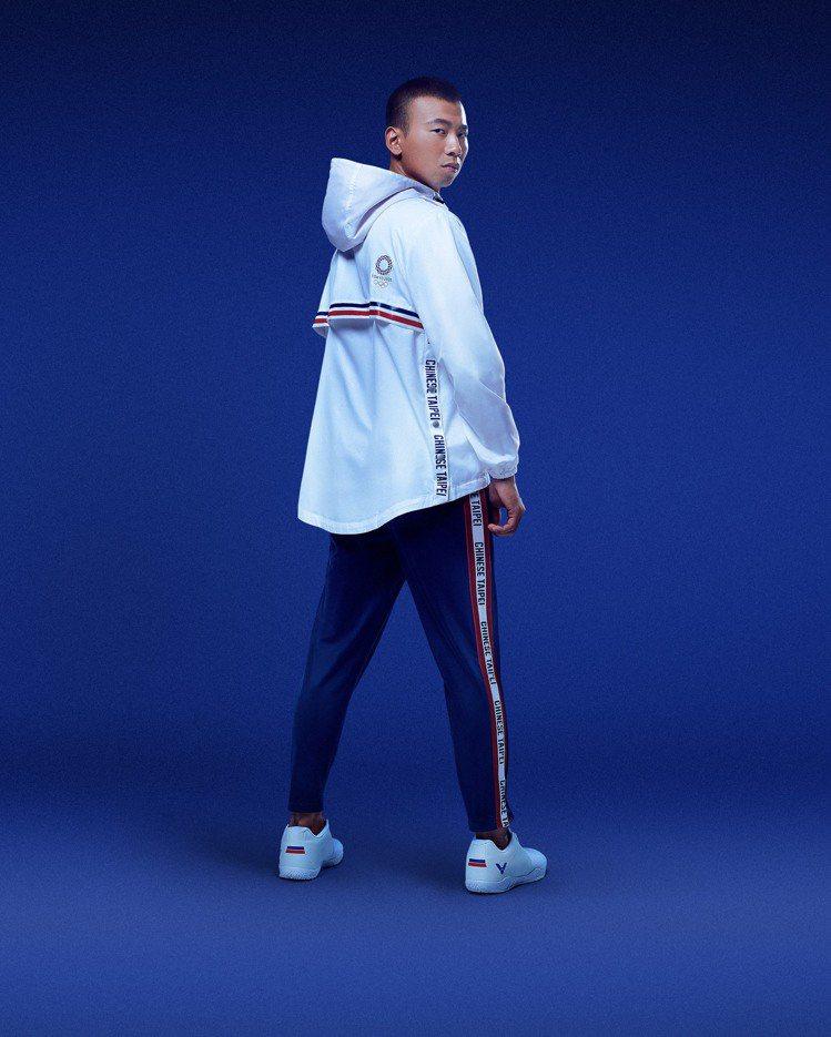 VICTOR的中華隊東京奧運團服,全數採用回收原料再製作的「環保紗」打造。圖/V...
