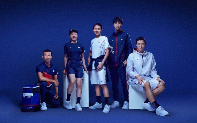 VICTOR再次為中華隊打造東京奧運團服,色系延續經典藍、白、紅配色為設計基底。...