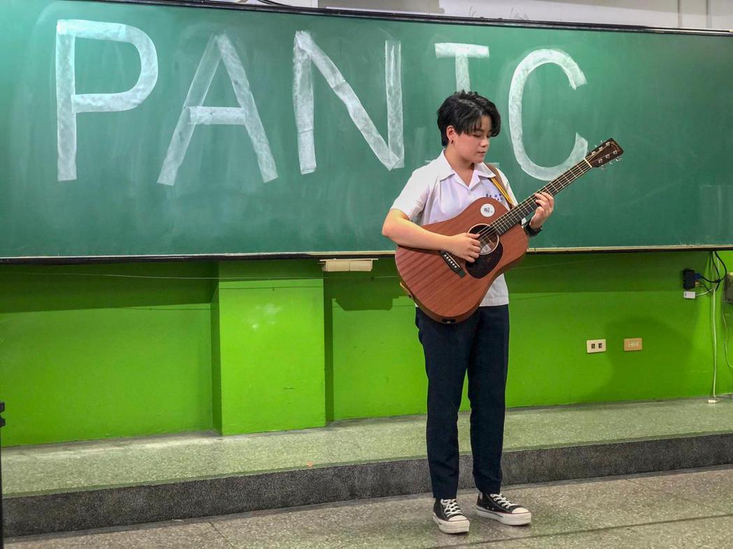 張宸安自「聲林之王」出道,朝創作歌手之路邁進。圖/野火娛樂提供