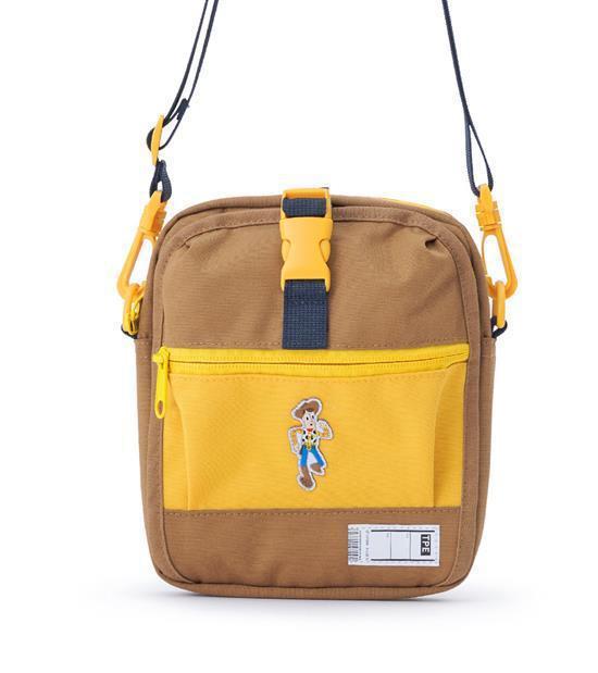 plain-me玩具總動員旅行小包,會員價1,480元。圖/plain-me提供