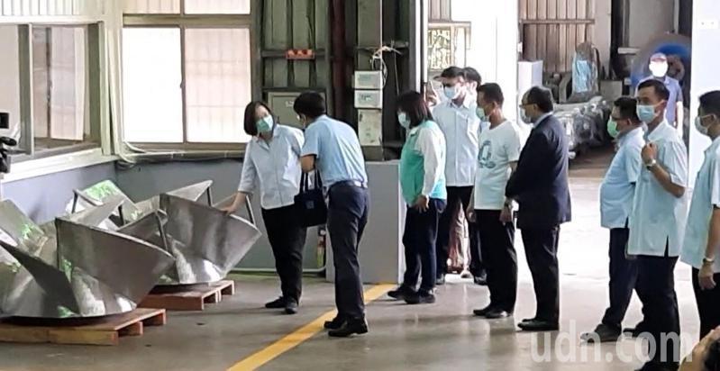 蔡英文總統今天上午前往嘉義縣民雄鄉三太造機廠公司,了解全台最具規模的工業級離心式泵工廠。記者陳玫伶/攝影