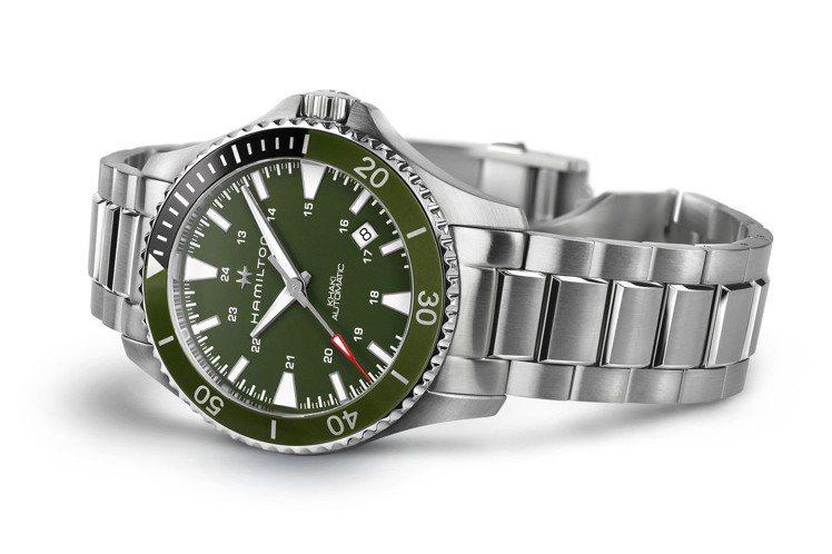 同款機芯、同樣綠色表圈、綠色表面,換上精鋼鍊帶的Khaki Navy Scuba...