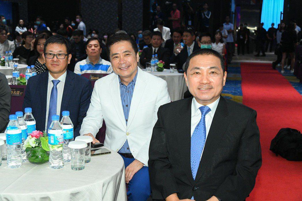 三立影城集團董事長張榮華(中)今天參與「新北影視盛典」。圖/三立提供