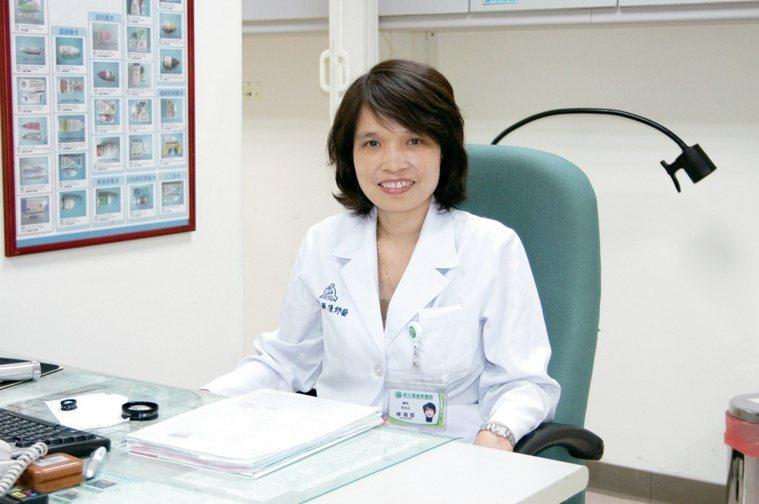 彰化基督教醫院眼科部主任陳珊霓提醒,隨年齡增加,黃斑部病變風險會提高,但近來門診...