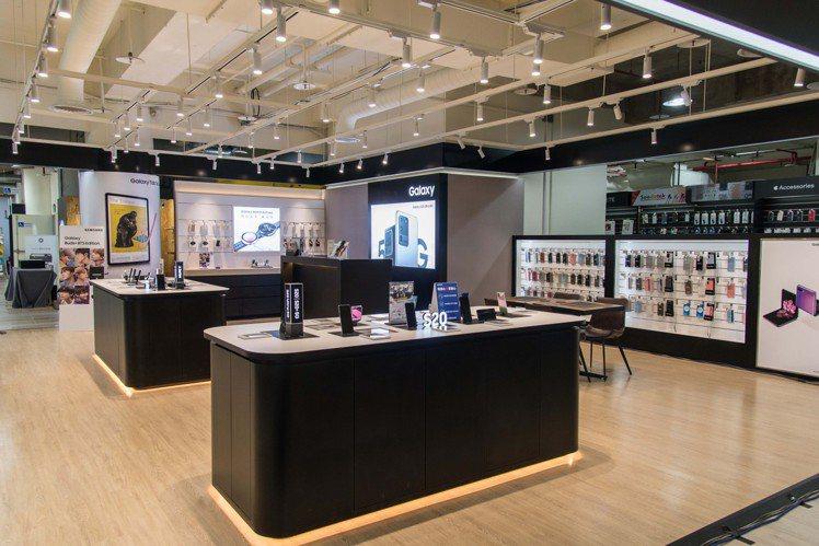燦坤3C內湖旗艦店網羅各大品牌,並規畫體驗專區。圖/燦坤提供