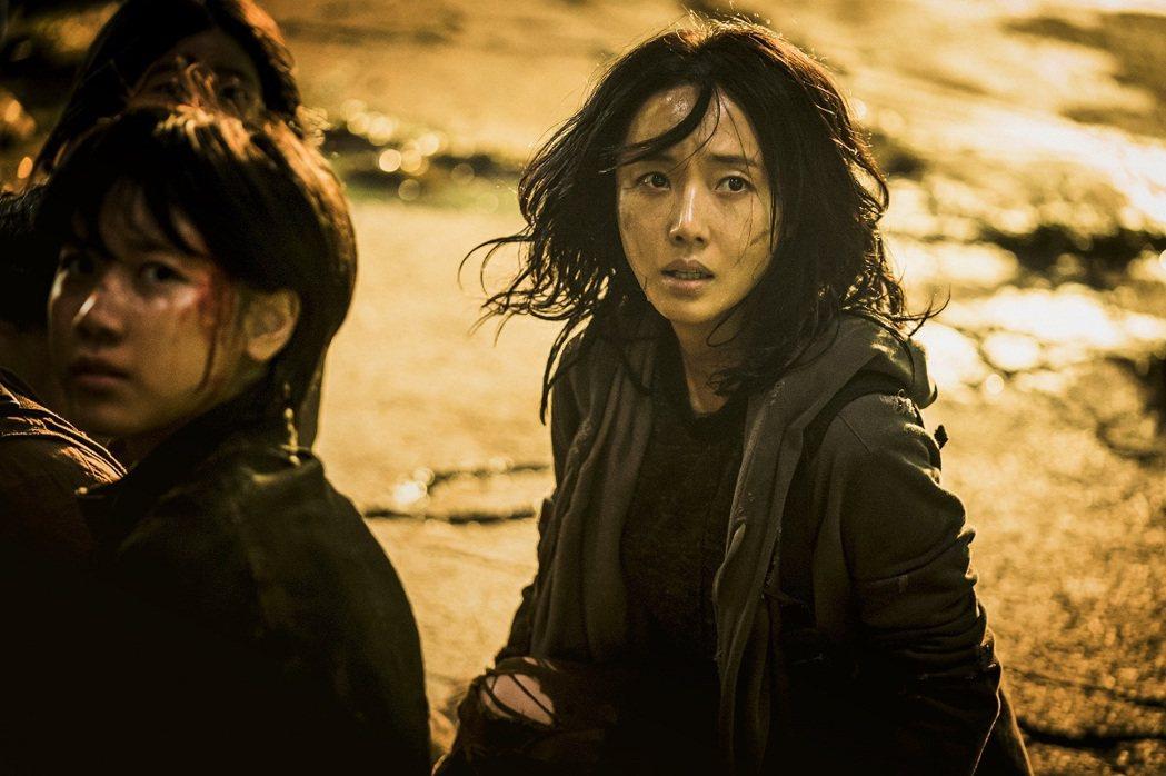 李貞賢當年曾以「電音天后」聞名全亞洲,如今演出「屍速列車2」的強悍媽媽一角獲得肯