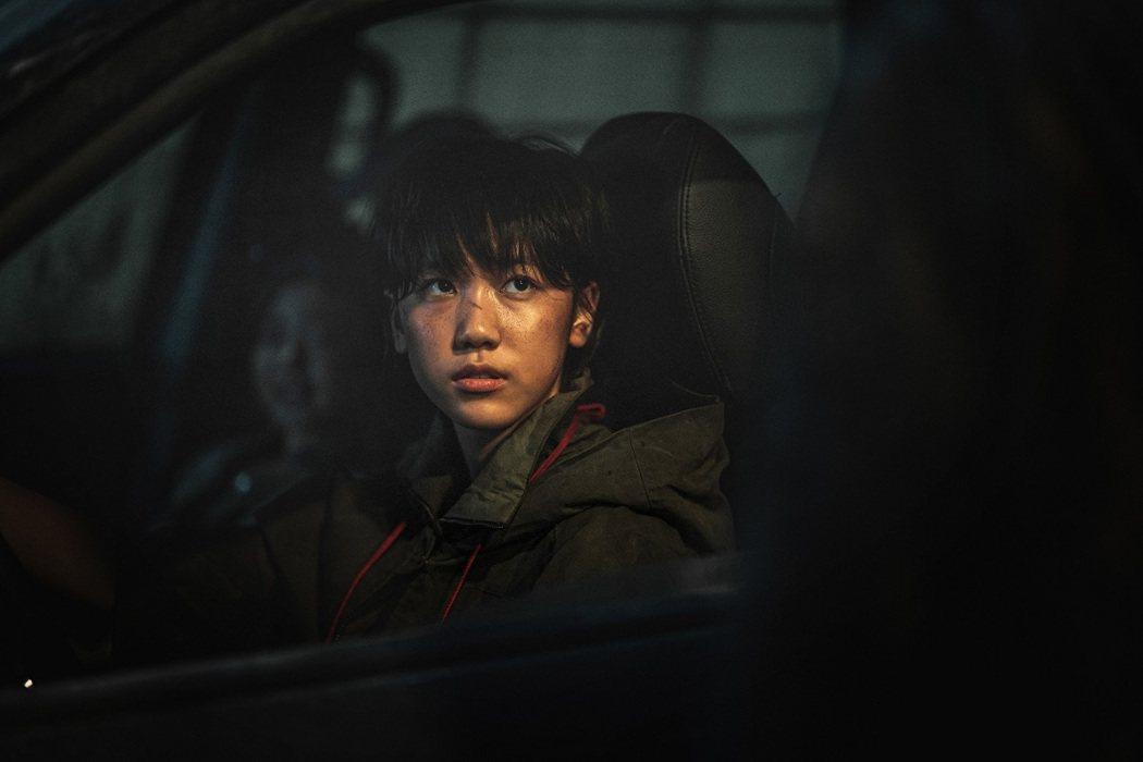 李蕊在「屍速列車2」飾演帥氣的少女飆車手,協助主角群多次度過難關。圖/車庫提供