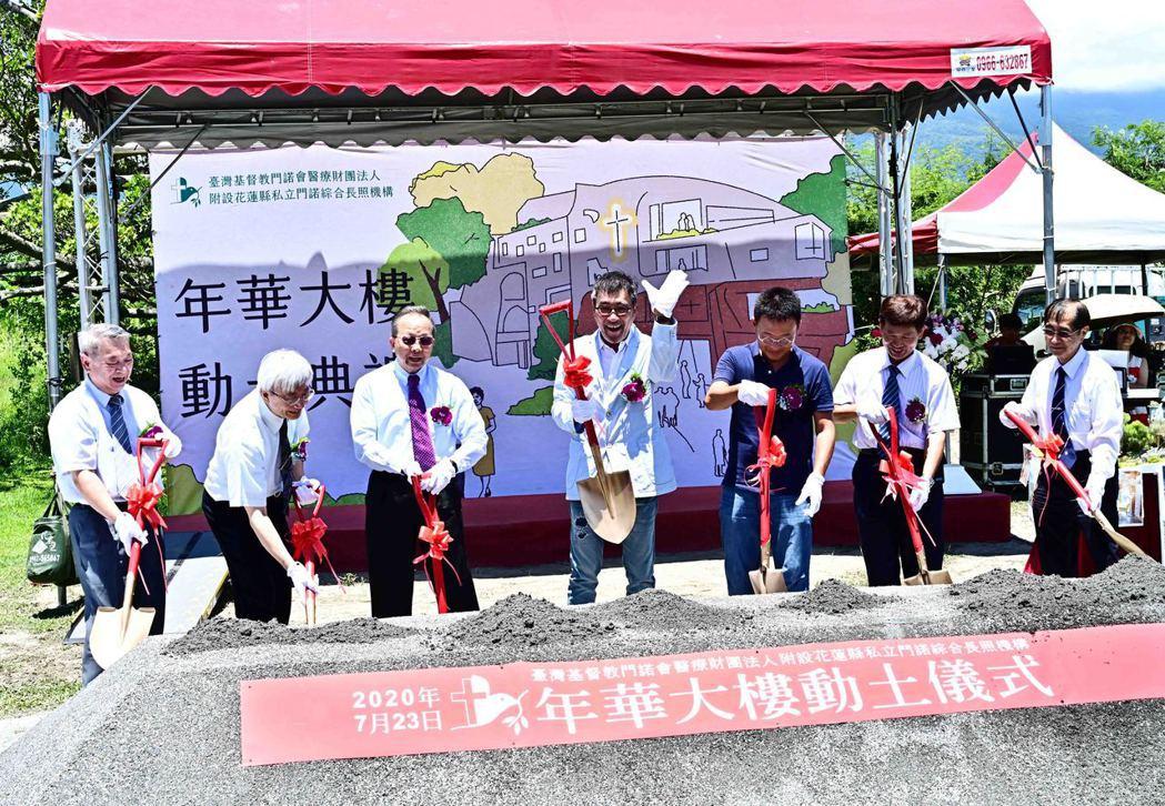 李宗盛昨天出席花蓮長照整合服務及人才培育中心動土儀式。圖/相信音樂提供
