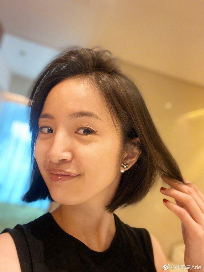 林依晨秀新髮型,展現俐落清新風格。圖/摘自微博