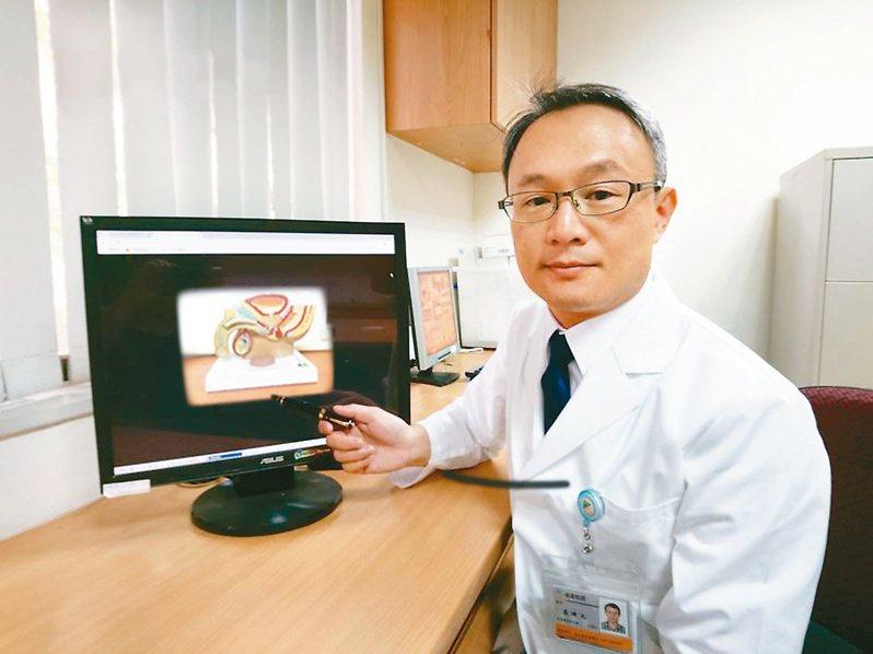 近年攝護腺已悄然成為台灣男性癌症發生率第四名。圖為台中榮總泌尿外科主任裘坤元。 圖/裘坤元提供