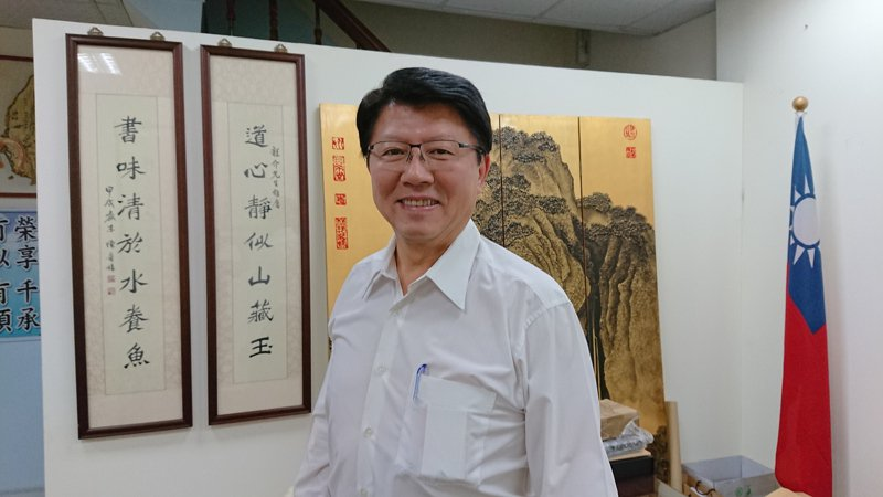 台南市議員謝龍介愛游泳,也鼓勵年輕人學游泳與救生,自救也救人。記者鄭惠仁/攝影