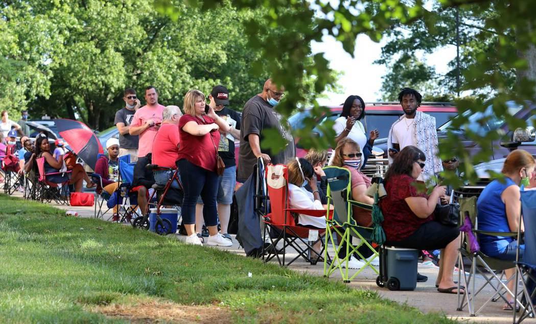 美國失業民眾更加悲觀地認為工作將永遠消失,圖為6月20日在肯塔基就業服務中心外大...