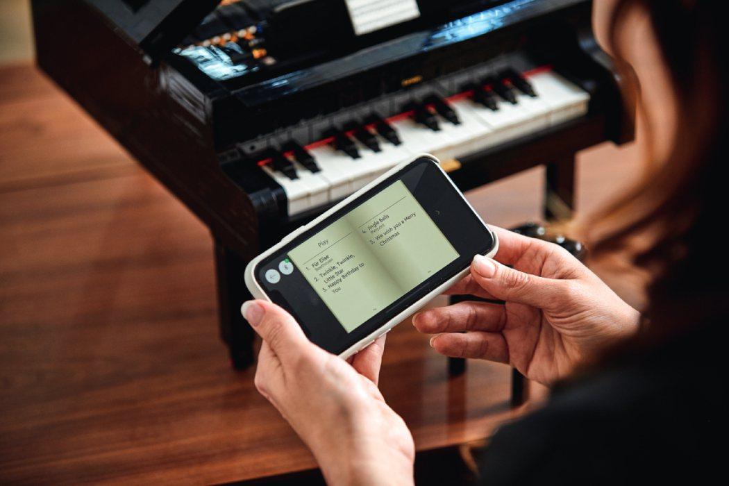 樂高「演奏鋼琴」盒組,搭配LEGO Powered Up APP彷彿真實彈奏鋼琴...