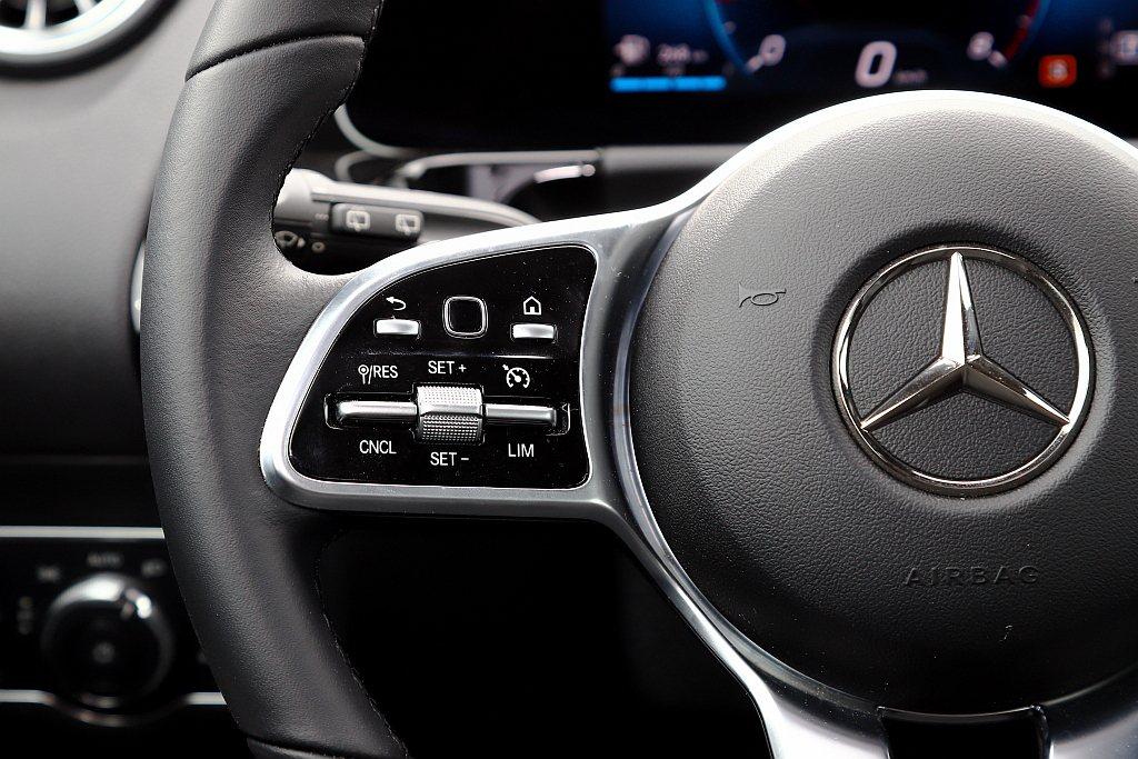 一般車型僅有普通定速功能,倘若只想要ACC主動巡航控制系統的車主,則也無法單獨進...
