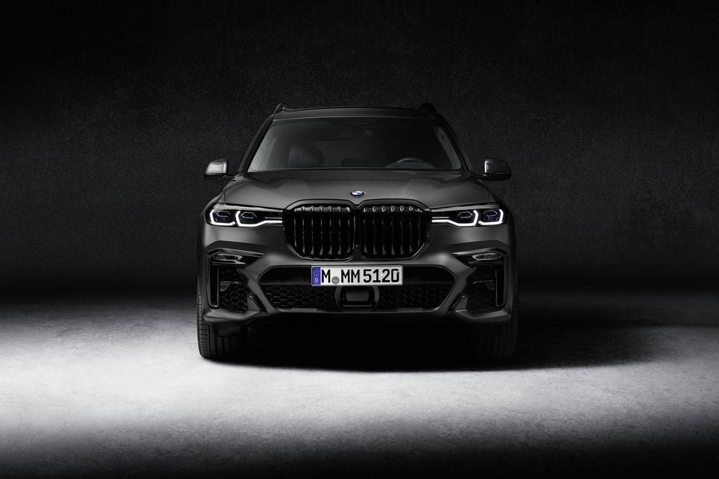 BMW X7 Dark Shadow Edition暗黑身影看來相當有氣勢。 摘...
