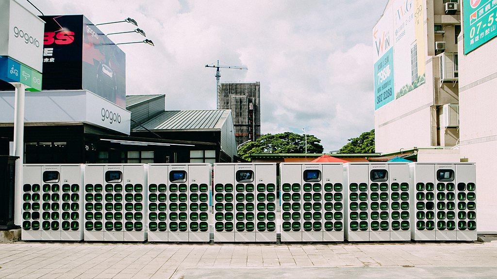 Gogoro鼓山青海門市具備超過200顆智慧電池提供電池交換服務,而高雄地區總計...