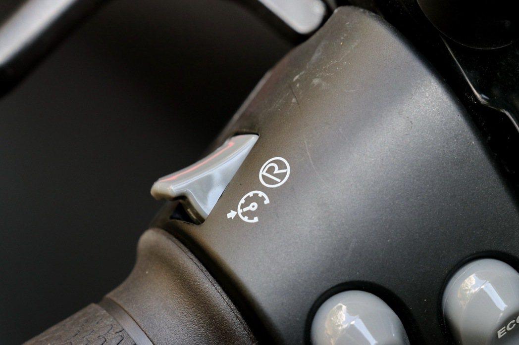 配備智慧定速巡航及電動倒車功能。 記者陳威任/攝影