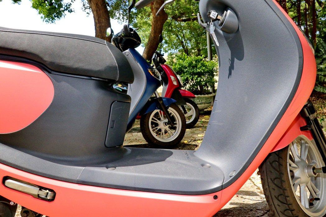 腳踏空間平坦有利於置放物品,離地高度也在可接受範圍內。 記者陳威任/攝影