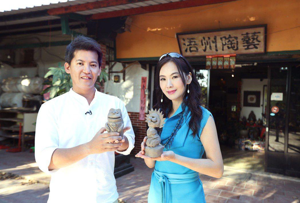 謝哲青與胡文華前進金門。圖/亞洲旅遊台提供