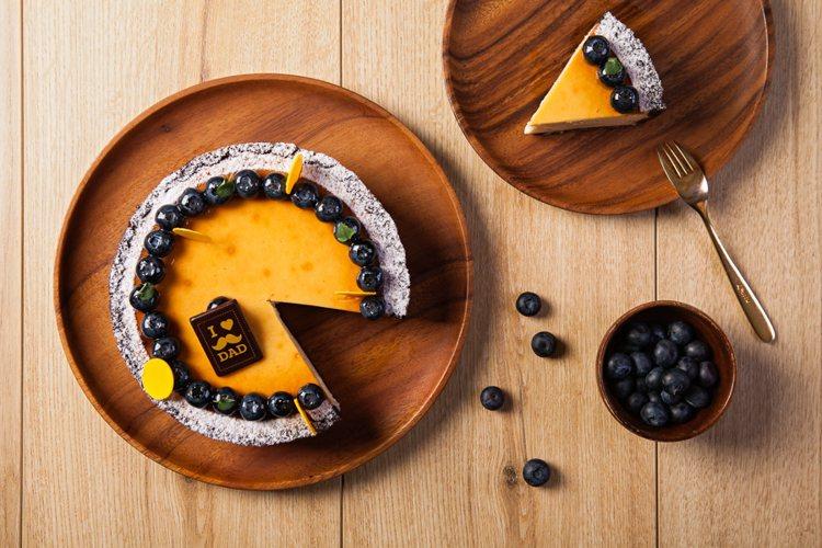 台北國賓飯店專為父親節推出絲滑綿密的「諾曼地乳酪蛋糕」 。圖/台北國賓提供
