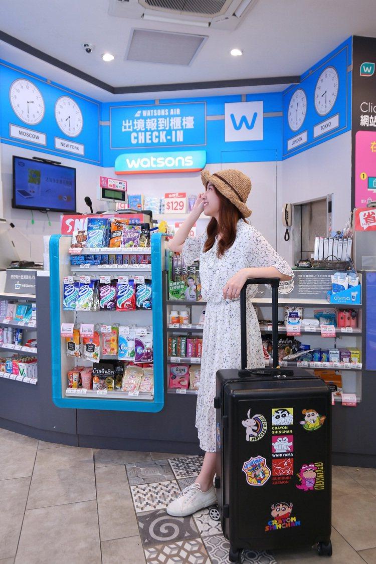 屈臣氏將台北西門店打造為機場主題快閃店,店內設計重現出境大廳配置。圖/屈臣氏提供