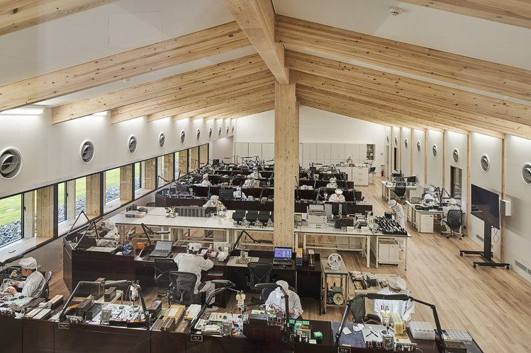 由建築大師隈研吾量身打造的Grand Seiko雫石高級時計工坊,挑戰以木造建築...