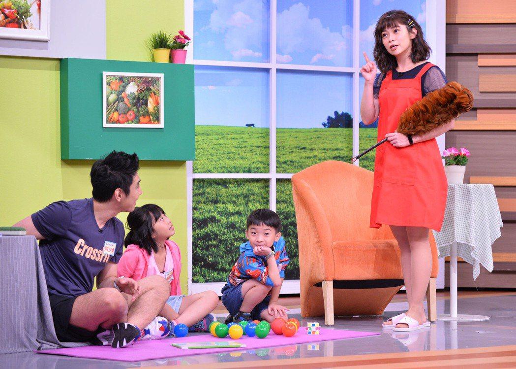 鄭凱云扮演家庭主婦。圖/TVBS提供