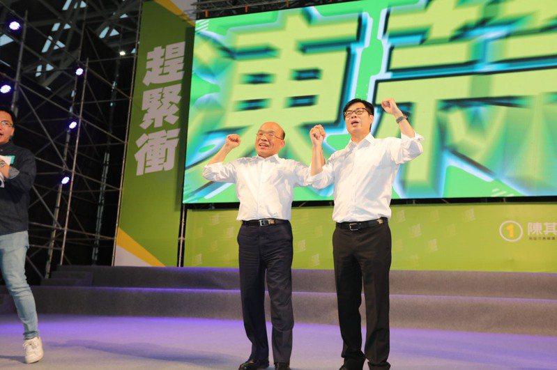 行政院長蘇貞昌(左)今天下午為民進黨高雄市長補選候選人陳其邁站台。圖/陳其邁競選總部提供