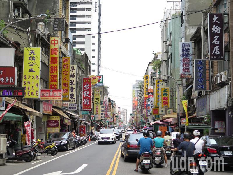 景福宮大廟屬博愛商圈範圍,坐擁不少老店家。記者張裕珍/攝影