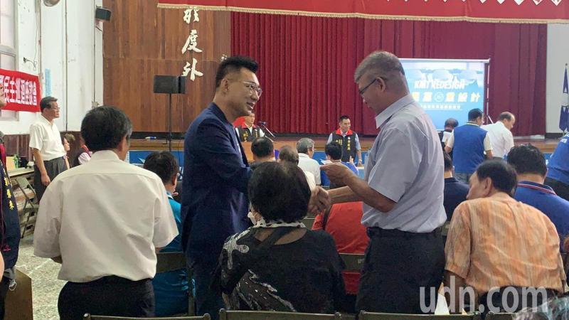 國民黨主席江啟臣(左)今天下午到台南市召開黨代表座談會,聽取黨員對黨改革的意見。記者吳淑玲/攝影