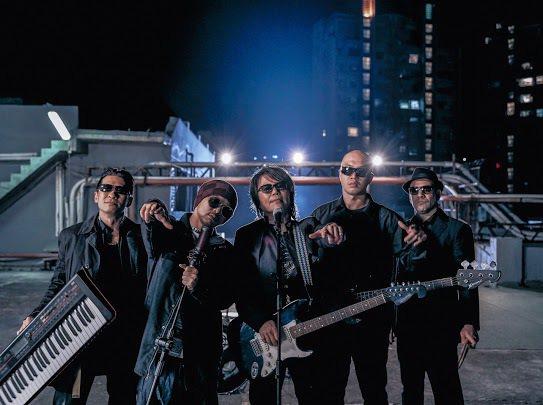 黃明志(左2)新歌「五百」MV邀來伍佰分身合拍,一圓與偶像合作夢。圖/亞洲通文創