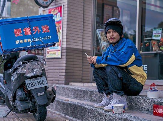 黃明志在新歌「五百」MV揭露出道至今的甘苦。圖/亞洲通文創提供