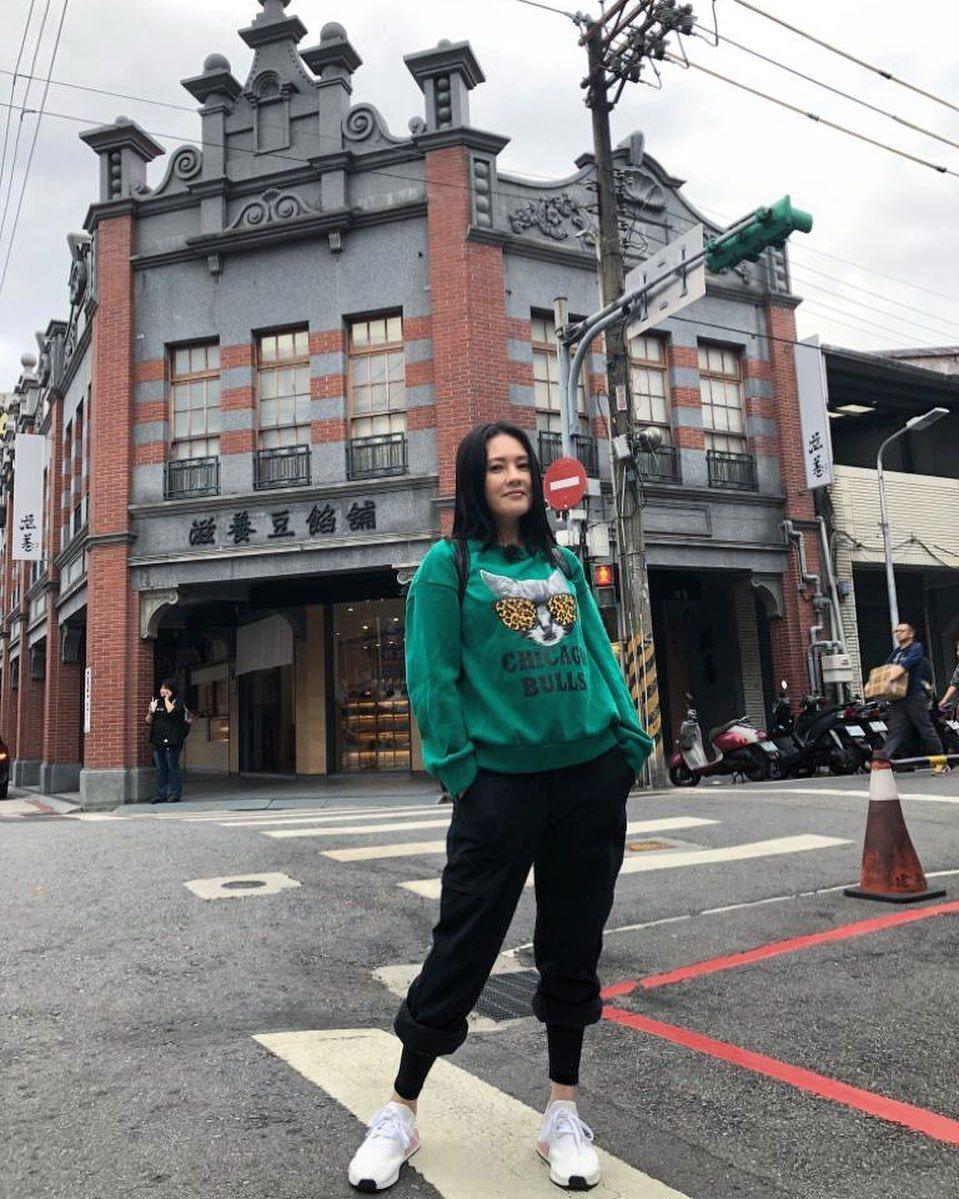李麗珍曾於6月秀出在台北迪化街的照片。圖/摘自IG